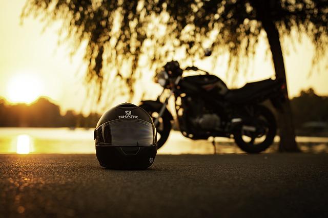 motorka v pozadí