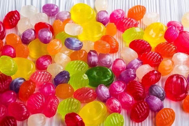 barevné bonbony