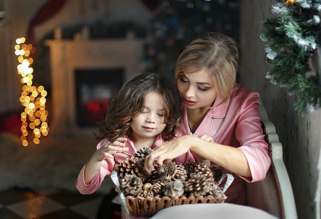 tvorba dekorace – máma s dcerou