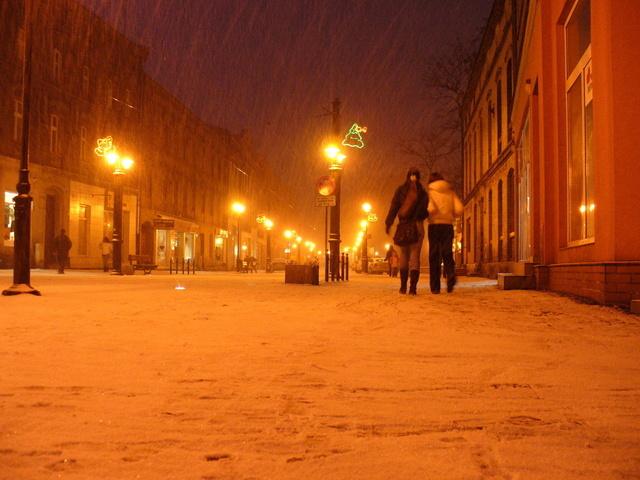 zimní osvětlená ulice